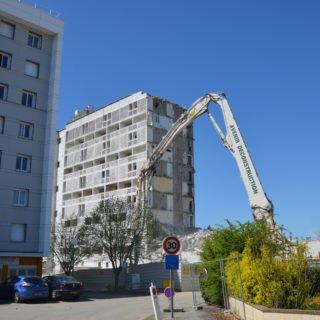 Déconstruction de la résidence Forges A pendant la rénovation urbaine (ANRU)
