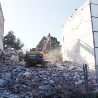 Déconstruction partielle de Jean Yole pendant la rénovation urbaine (ANRU)