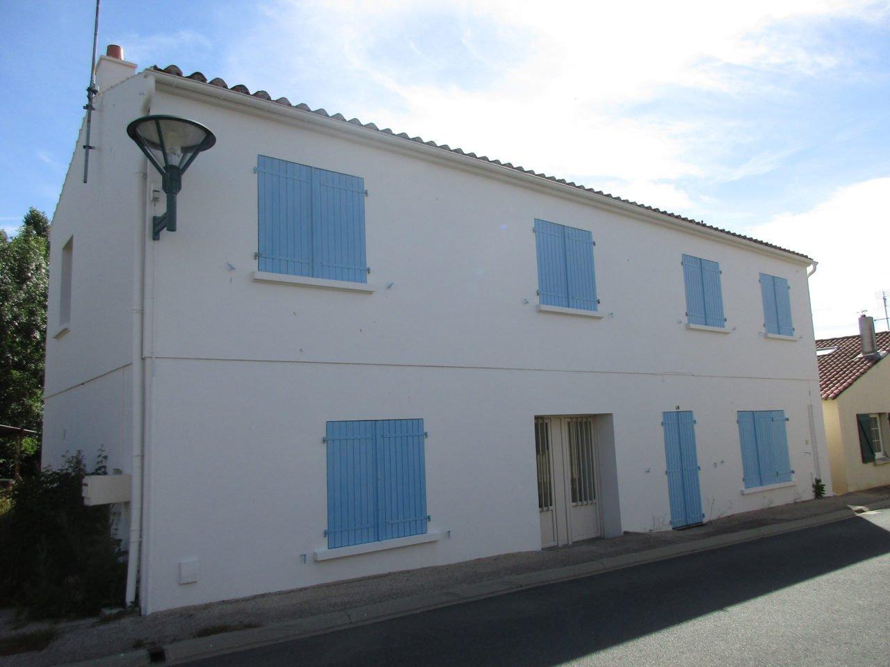 Maison de bourg vend e habitat for Exterieur habitat 85