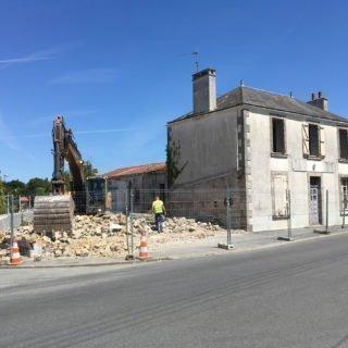 La Poste en déconstruction avant la construction des 8 logements à L'Herbergement